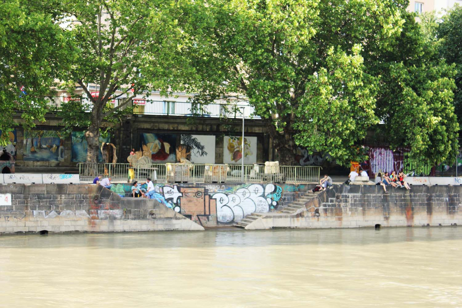 Chill-out-at-Danube-Canal