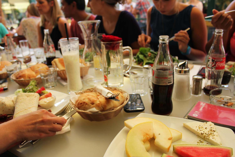 Lunch-at-Deli-restaurant